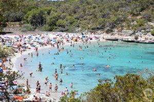 Zátoka a pláž Cala Mondragó