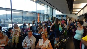 Nemeckí turisti čakajú na odlet lietadla / Malorka.sk