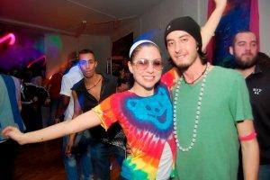 Mladí ľudia na párty / Malorka.sk